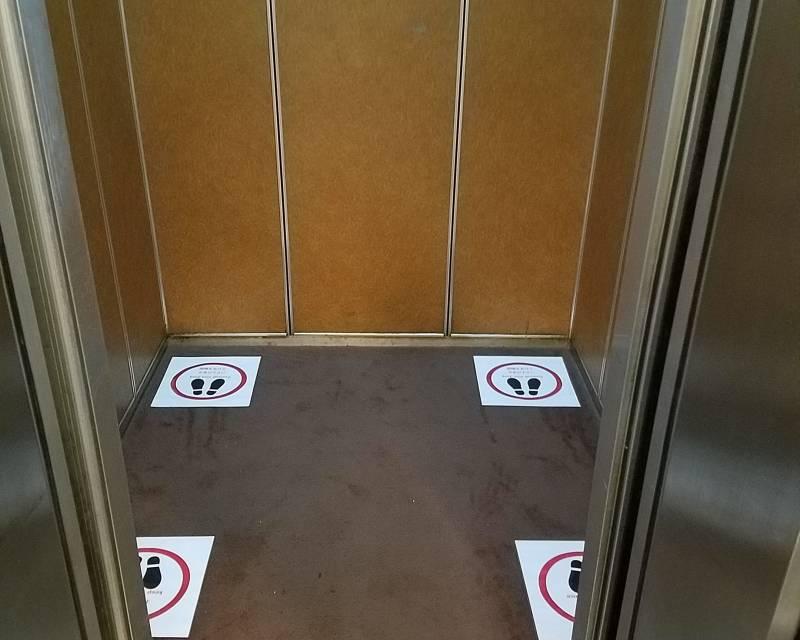 エレベーター内の人員制限